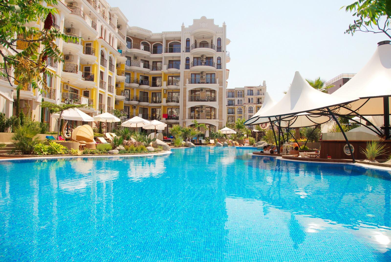 Продается шикарная квартира общей площадью 53,63 кв. м совместно с балконом площадью 24,69 кв. м, которая располагается в теплой Болгарии, на одном из самых живописных и популярных морских курортов - Солнечный берег