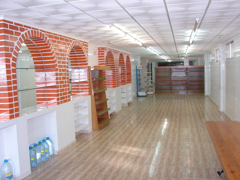 Крупное коммерческое помещение выставлено на продажу (Торревьеха, Испания)
