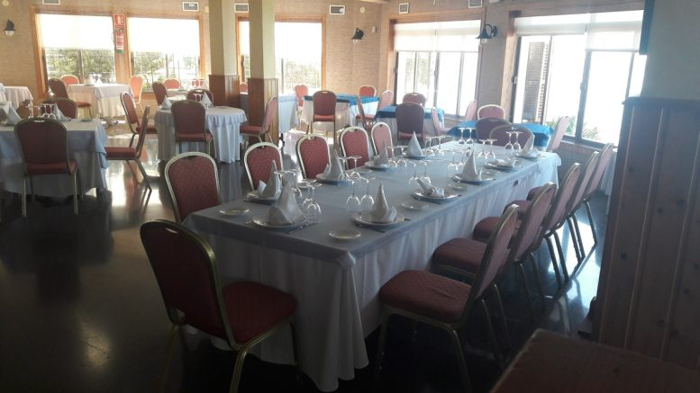 На побережье Коста Бланка в престижном районе Кабо Роиг, в 50 метрах от пляжа, рядом с яхт-клубом и развитой инфраструктурой, мы продаем дейсвующий ресторан с клиентелой площадью 8000 квадратных метров с разрешением на строительство отеля.