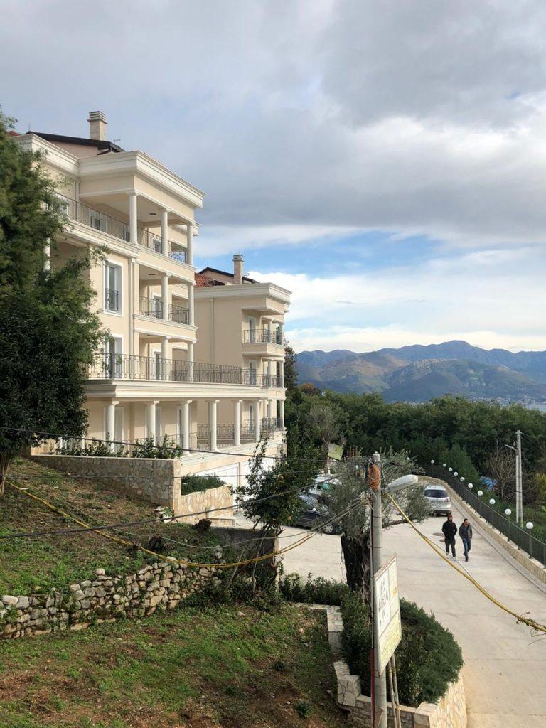 Продается квартира-апартаменты 97.2 м2 в Черногории