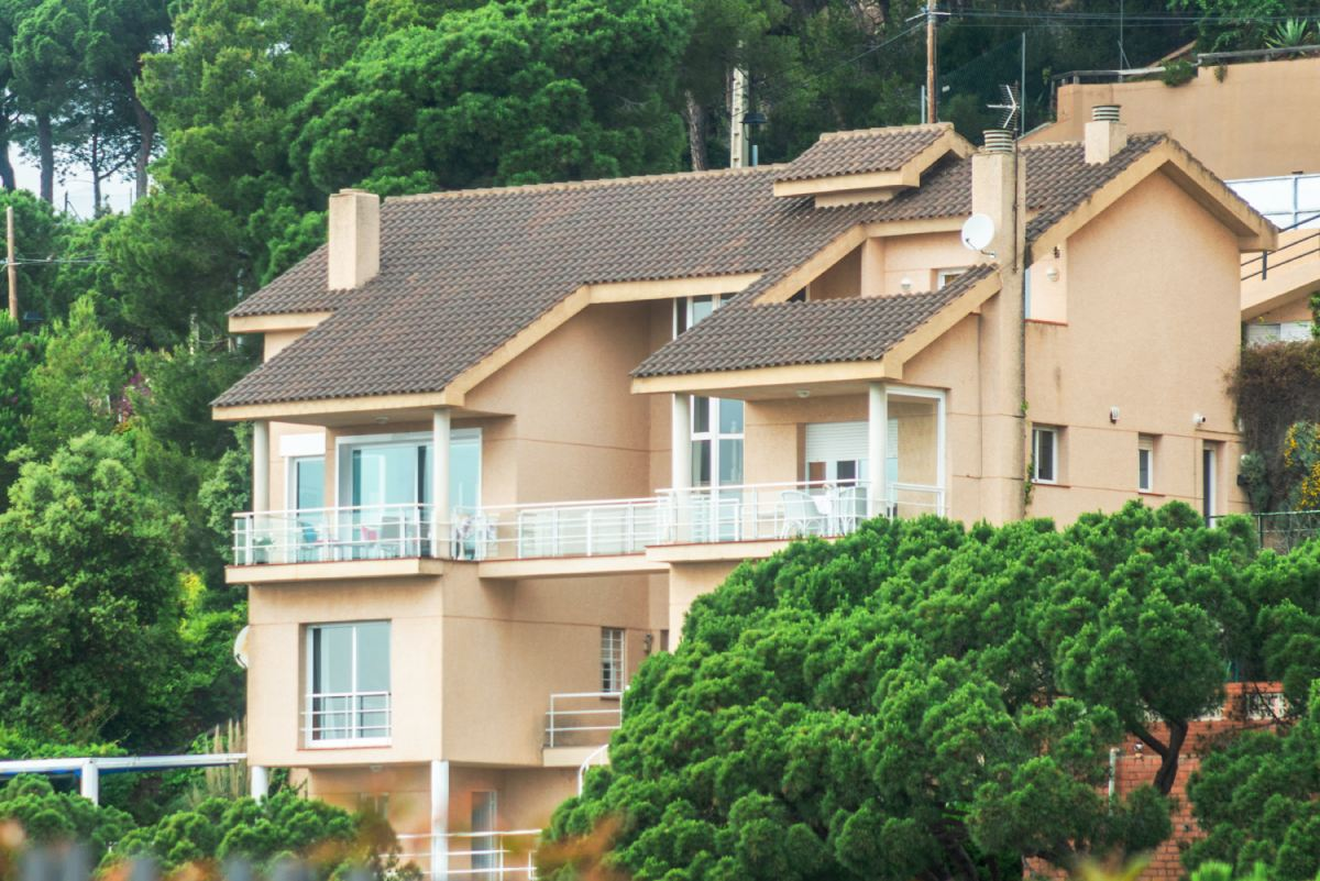 Продается 4-х этажный коттедж в Испании